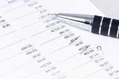 Reconciliación de datos financieros Foto de archivo libre de regalías