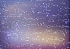 Recondite chemiczne formuły na zamazanym purpurowym tle i równania Fotografia Stock