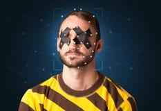 Reconnaissance d'un visage en posant une maille photos libres de droits