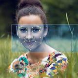 Reconnaissance de visage femelle Vérification et identification biométriques Photos stock