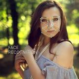 Reconnaissance de visage femelle Vérification et identification biométriques Photographie stock libre de droits