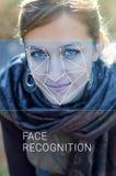 Reconnaissance de visage femelle Vérification et identification biométriques Photo libre de droits