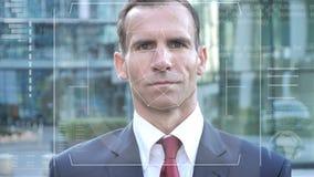 Reconocimiento facial del hombre de negocios, control de seguridad metrajes