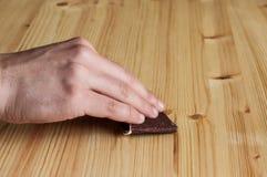 Reconstitution des meubles en bois Photo stock