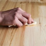 Reconstitution des meubles en bois Photos libres de droits