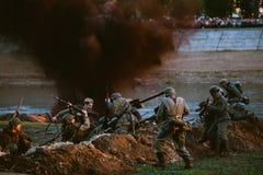 A reconstrução da batalha durante eventos dedicou ao 70th anniver Fotografia de Stock