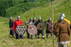Reconstrução de batalhas antigas durante o festival etnográfico Fotografia de Stock