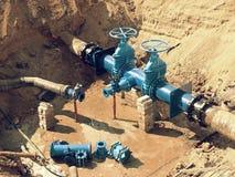 Reconstrução do encanamento principal da fonte de água municipal dentro no subsolo Fotos de Stock Royalty Free