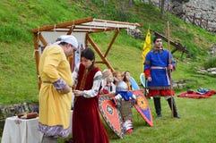 Reconstrução histórica de trajes búlgaros medievais Foto de Stock