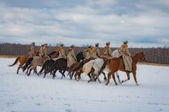 a reconstrução Militar-histórica das lutas das épocas do primeiro mundo no Borodino coloca o 13 de março de 2016 Imagens de Stock Royalty Free