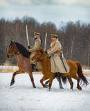 a reconstrução Militar-histórica das lutas das épocas do primeiro mundo no Borodino coloca o 13 de março de 2016 Fotografia de Stock Royalty Free