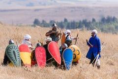 Reconstrucción de cuernos de la batalla de Hattin en 1187 Los guerreros del ` s de Saladin se están preparando para rechazar el a Fotografía de archivo libre de regalías