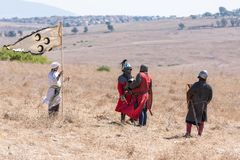 Reconstrucción de cuernos de la batalla de Hattin en 1187 Los representantes de guerreros del ` s de Saladin están negociando con Imagen de archivo libre de regalías