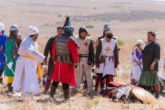 Reconstrucción de cuernos de la batalla de Hattin en 1187 Saladin y los caballeros prisioneros se colocan sobre el cuerpo de Rene Imagenes de archivo