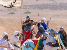 Reconstrucción de cuernos de la batalla de Hattin en 1187 Un arquero del pie de lanzamientos del ejército del ` s de Saladin en e Fotografía de archivo