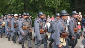 Reconstrucción de la historia en Moscú, Rusia Reconstrucción de la primera guerra mundial, ejército francés de los soldados almacen de video