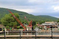 Reconstrucción de los embarcaderos de madera en el lago George Village, Nueva York, verano, 2013 Foto de archivo libre de regalías