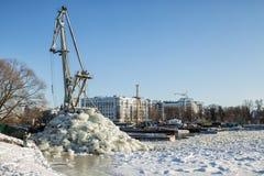 Reconstrucción del puente, St Petersburg, Rusia Fotografía de archivo