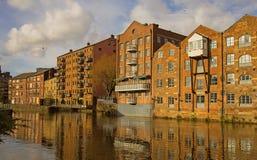 Reconstrucción junto al Rive Aire, Leeds Yorkshire Foto de archivo