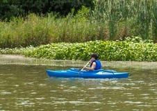 Reconstrucción Kayaking en el lago Imagen de archivo