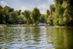Reconstrucción y catamaranes en el parque de Gorki Fotografía de archivo libre de regalías