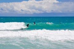 Reconstrucción que practica surf de la playa de Scarborough, Australia occidental Foto de archivo libre de regalías