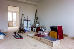 Reconstruction d'un appartement avec beaucoup d'outils Photos stock