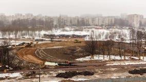 Reconstruction de la région de parc Pose des chemins et des trottoirs de vélo Laps de temps, décalage d'inclinaison Partie 1 banque de vidéos