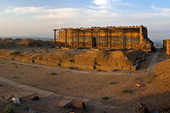 Reconstructionning der Ruinen der Erebuni-Festung in Armen Lizenzfreies Stockbild