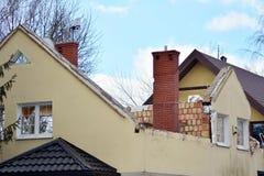 Reconstruindo uma casa e uma adição da família de uma extensão fotografia de stock royalty free