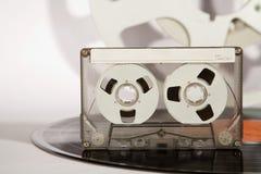 Record di vinile del vassoio e cassetta audio analog immagini stock libere da diritti