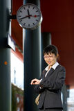 Recorrido asiático de la mujer de negocios Imagen de archivo