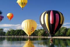 Recorrido del vuelo del piloto del globo del aire caliente Foto de archivo libre de regalías