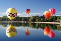 Recorrido del vuelo del piloto del globo del aire caliente Imagenes de archivo