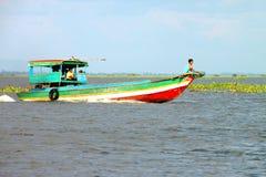 Recorrido en el lago sap de Tonle, república del Khmer Imágenes de archivo libres de regalías