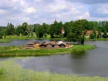 Recorrido Latvia: Sitio de la vivienda de lago Araisi Fotografía de archivo
