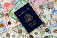 Recorrido Mony y pasaporte fotografía de archivo libre de regalías