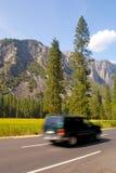 Recorrido SUV del valle de Yosemite Imagen de archivo