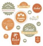 Recorrido y escritura de la etiqueta de las vacaciones, divisa y conjunto del emblema Fotografía de archivo libre de regalías