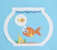 Recorte de papel de los pescados que sueña con un amigo Imágenes de archivo libres de regalías