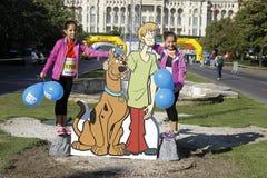 Recorte Scooby-Doo con dos muchachas foto de archivo