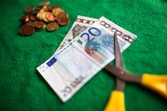 Recortes presupuestarios euro del dinero Imagenes de archivo