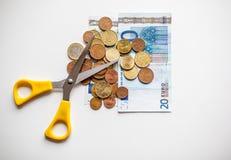 Recortes presupuestarios euro del dinero Fotos de archivo