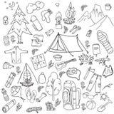 recreatie Toerisme en het kamperen reeks Hand getrokken krabbelelementen - vectorillustratie Royalty-vrije Stock Foto