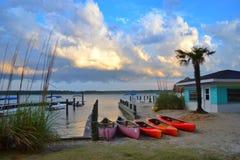 Recreatieve pretkajaks klaar om op vakantie in Chincoteague te gebruiken royalty-vrije stock foto's