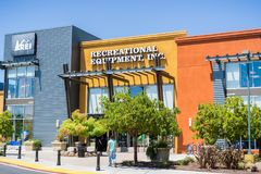 Recreational Equipment, Inc. or REI as commonly referred to storefront. August 6, 2017 Mountain View/CA/USA - Recreational Equipment, Inc. or REI as commonly Stock Photography