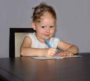 Recroissance de cheveux dans l'areata d'alopécie dans un enfant photo stock