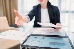 Recruiter ωρ. σταδιοδρομίας μίσθωσης εργασίας απασχόληση χεριών στοκ φωτογραφία με δικαίωμα ελεύθερης χρήσης