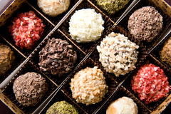 Rectángulo de diversos chocolates hechos a mano de lujo Imagen de archivo libre de regalías