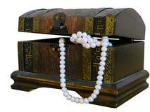 Rectángulo de joyería con las perlas Imágenes de archivo libres de regalías